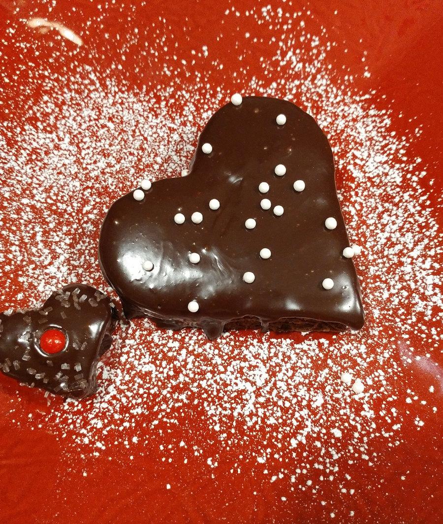 Individual chocolate cake with ganache